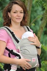 Mit der Manduca Babytrage bequemes und gesundes Sitzen